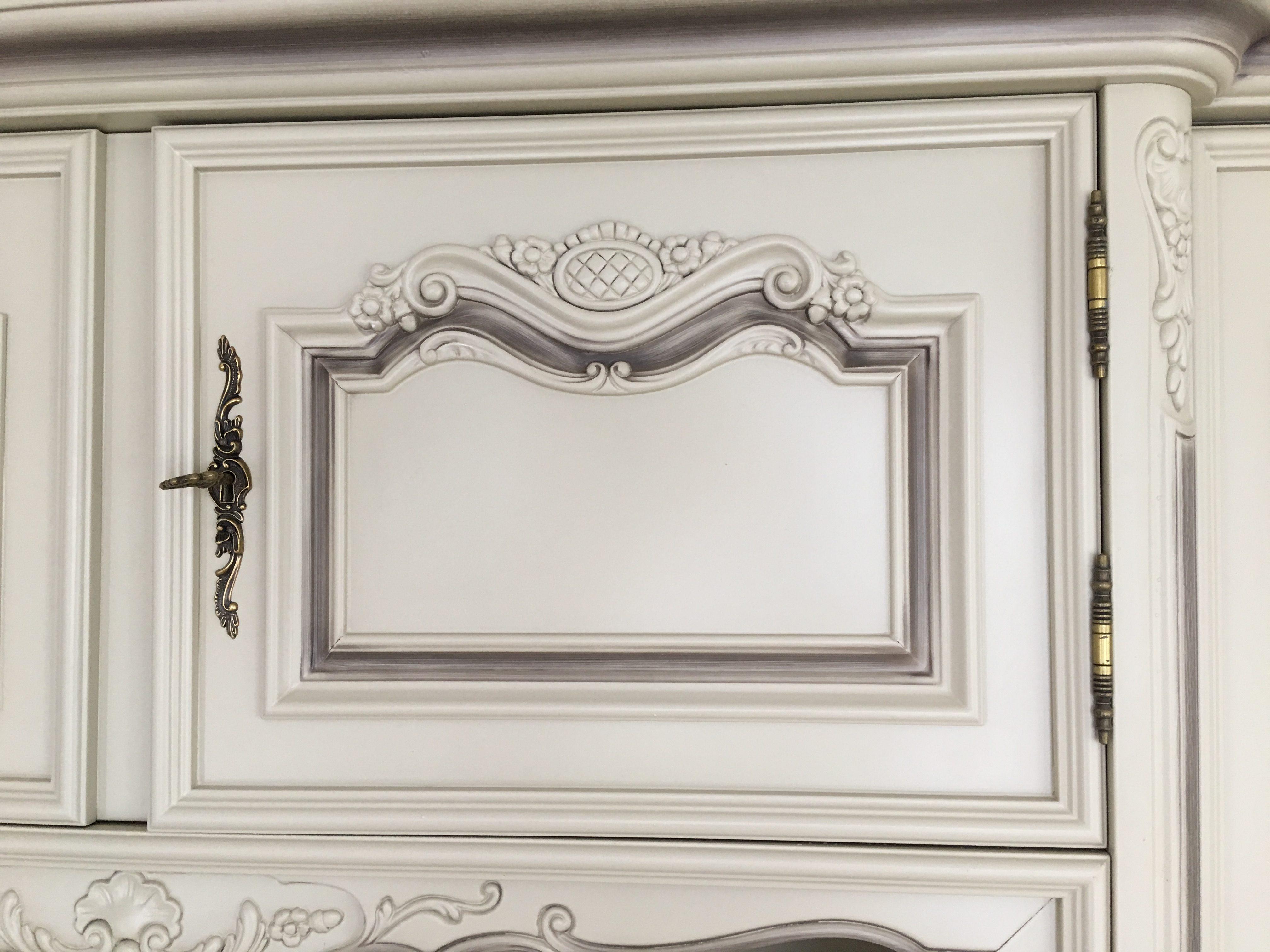 zoom porte LOUIS XV laqué blanc cassé rechampi gris taupe