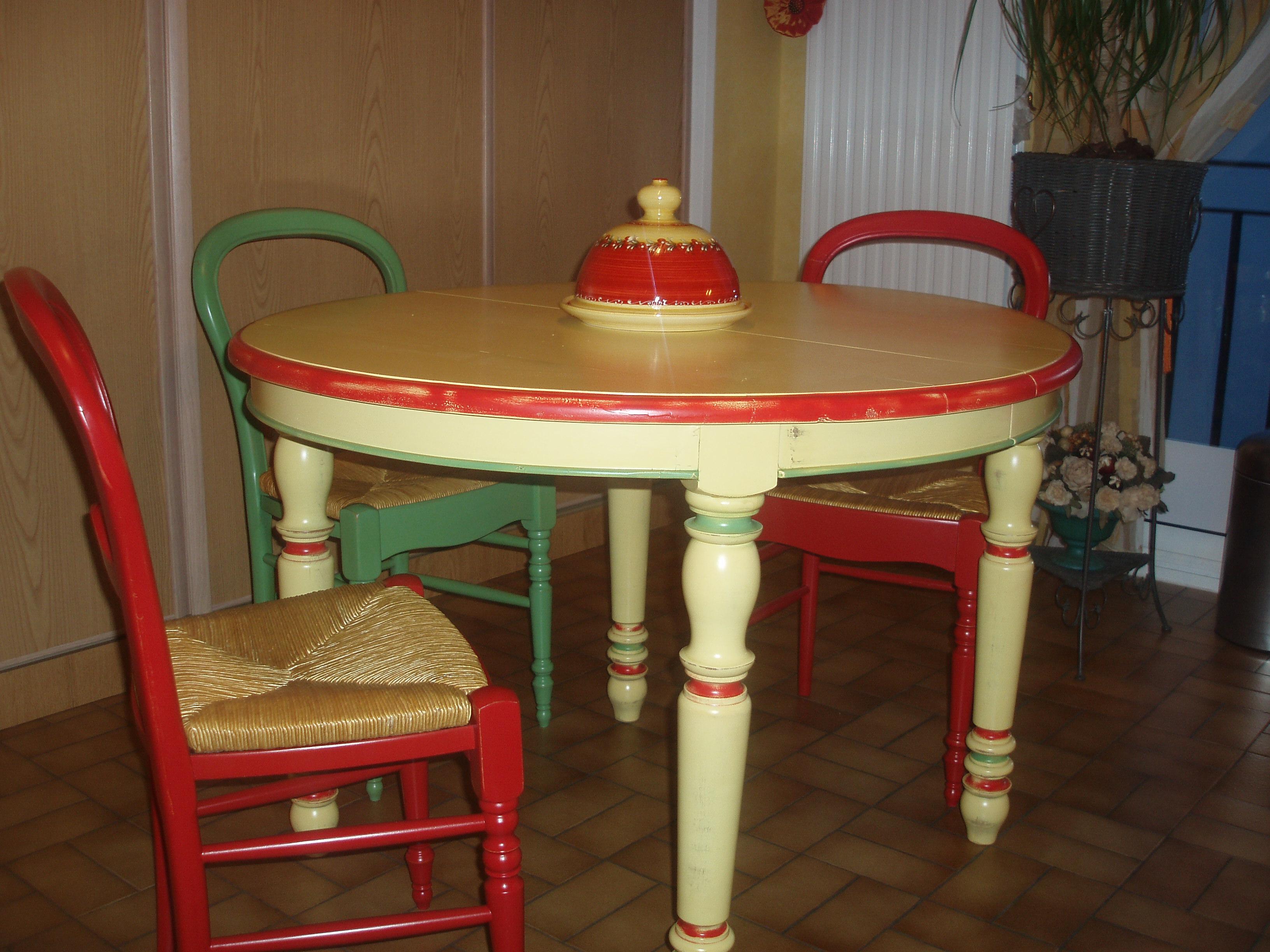 table et chaise hêtre laque comme la céramique