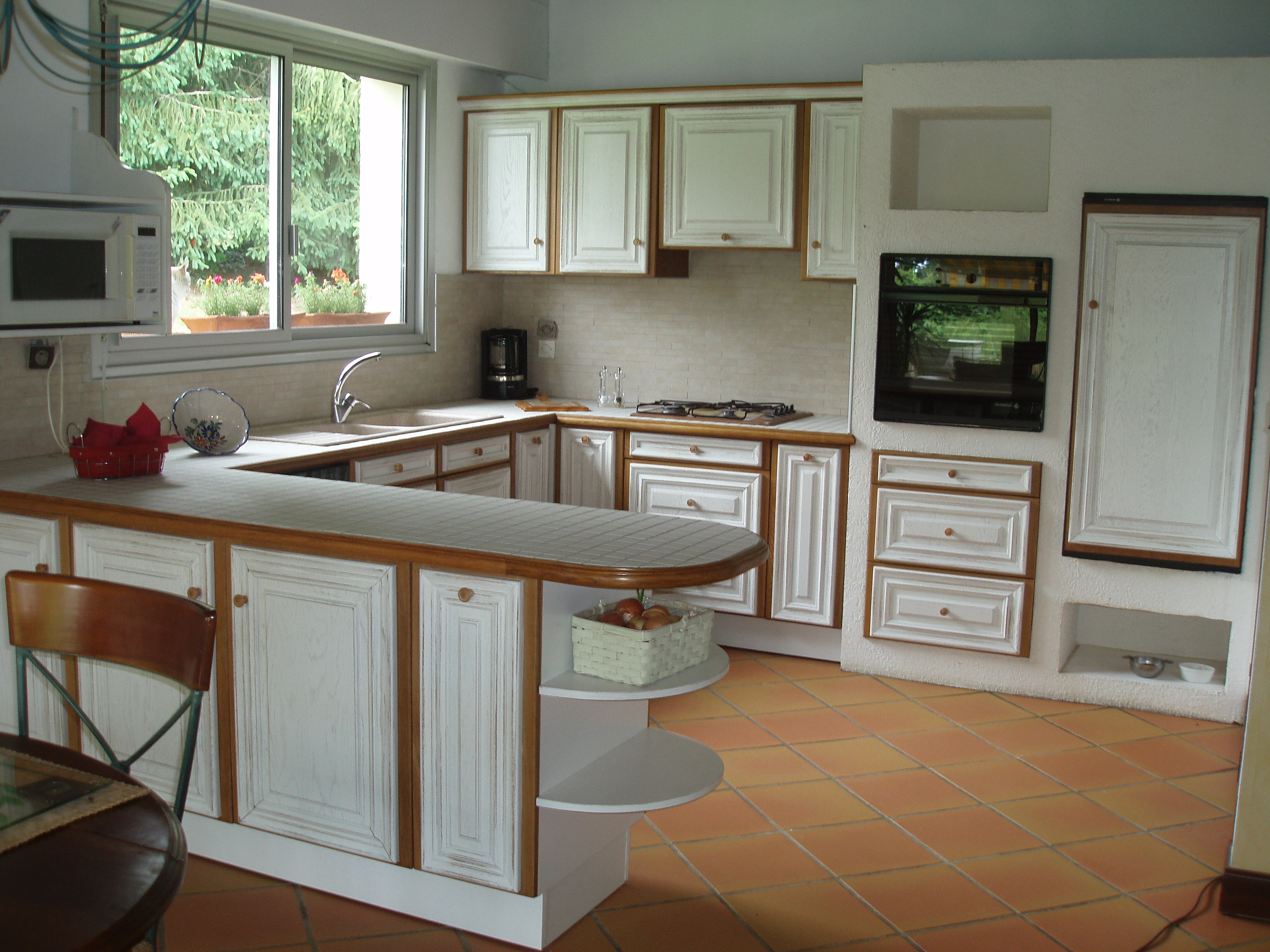 cuisine chêne laqué blanc cérusé vieilli/cadre chêne clair